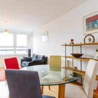 Colourful and Bright and 2 Bed Flat In Islington