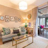 Stylish 2-bed flat w/ lovely patio in Battersea