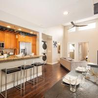 Updated Pacific Beach Villa w/ Rooftop Deck villa