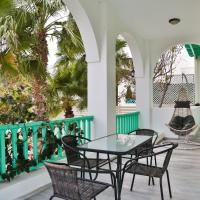 New Kamari Beach House with Balcony and Garden