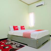 OYO Life 2508 Alba Suites Homestay </h2 </a <div class=sr-card__item sr-card__item--badges <div class= sr-card__badge sr-card__badge--class u-margin:0  data-ga-track=click data-ga-category=SR Card Click data-ga-action=Hotel rating data-ga-label=book_window:  day(s)  <i class= bk-icon-wrapper bk-icon-stars star_track  title=2 bintang  <svg aria-hidden=true class=bk-icon -sprite-ratings_stars_2 focusable=false height=10 width=21<use xlink:href=#icon-sprite-ratings_stars_2</use</svg                     <span class=invisible_spoken2 bintang</span </i </div   <div style=padding: 2px 0    </div </div <div class=sr-card__item   data-ga-track=click data-ga-category=SR Card Click data-ga-action=Hotel location data-ga-label=book_window:  day(s)  <svg aria-hidden=true class=bk-icon -iconset-geo_pin sr_svg__card_icon focusable=false height=12 role=presentation width=12<use xlink:href=#icon-iconset-geo_pin</use</svg <div class= sr-card__item__content   Tulungagung • <span 1 km </span  dari pusat kota </div </div </div </div </div </li <div data-et-view=cJaQWPWNEQEDSVWe:1</div <li id=hotel_5944894 data-is-in-favourites=0 data-hotel-id='5944894' class=sr-card sr-card--arrow bui-card bui-u-bleed@small js-sr-card m_sr_info_icons card-halved card-halved--active   <div data-href=/hotel/id/oyo-2140-hs-residence.id.html onclick=window.open(this.getAttribute('data-href')); target=_blank class=sr-card__row bui-card__content data-et-click=  <div class=sr-card__image js-sr_simple_card_hotel_image has-debolded-deal js-lazy-image sr-card__image--lazy data-src=https://q-cf.bstatic.com/xdata/images/hotel/square200/236221820.jpg?k=8baaa5cb0915e1985bba6f4b74455f2477eccbff20512d25d21d8b7d59539fa1&o=&s=1,https://q-cf.bstatic.com/xdata/images/hotel/max1024x768/236221820.jpg?k=9f7ddf0b96fb30f3fcb3276bc724592dac9177702a70df1b08173c5a3b37173e&o=&s=1  <div class=sr-card__image-inner css-loading-hidden </div <noscript <div class=sr-card__image--nojs style=background-image: url('https://q-cf.bstatic.com/x