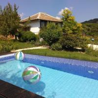Peaceful, Sun, Own Pool! Get away from the Crowds!!
