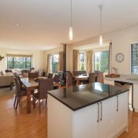Modern Lake Haven - Wanaka Holiday Home