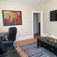 Spacious Mins to Dunkin Center/Mall/Downtown & Colleges