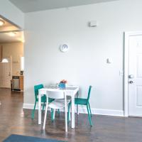 Hosteeva Capitol Hill 2BR Apt - 7 Walking Distance to Dining