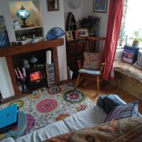 Cosy quirky terraced cottage