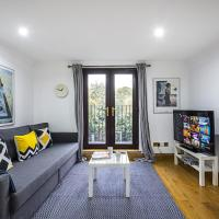 Stunning Light Filled 2 Bed Apartment + Parking Sleeps 7