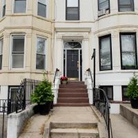 LUXURY Brooklyn Brownstone Close to Transportation, restaurants, coffee shops