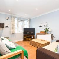 Colourful & Quirky 2 bed flat with free parking!