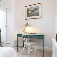 Stylish 2 bed Battersea home located just across from the famous Battersea Park