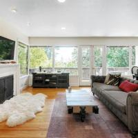 Luxurious 3bd/2ba. Perfect for families.