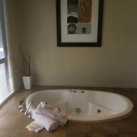 Barongarook에 위치한 호텔 Romantic Cottage for 2*Sunken Spa Bath*Otway Range