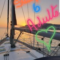 """Luxury Yacht Boatel - """"White Dove"""""""
