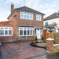 Hampton Within easy reach of Hampton Court,Kempton Park and Heathrow