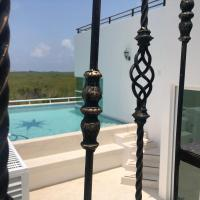 Upscale Modern Home + Rooftop Pool, TVs, AC & Wifi