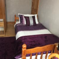 SINGLE ROOM WITH EN-SUITE and USE OF KITCHEN