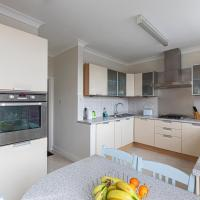 Stylish 3-Bed Flat With Balcony In West Kensington