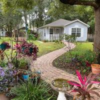 Private 1 Bedroom Cottage with Queen Bed and Washer and Dryer