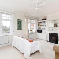 Room in Huge Charming Flat, Wimbledon Park