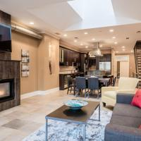 LazyKey Suites - Gorgeous 3BD Penthouse w/Spa and a Private Deck