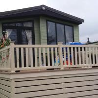2 Bedrooms & Double Sofa bed Deluxe Superior Holiday Home