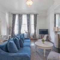 Grand Earls Court Apartment