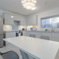 Modern spacious two bedroom Hyde Park flat
