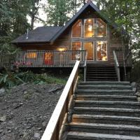 78SL - Hot Tub - WiFi - BBQ - Pets Ok - Sleeps 8 home, hotel v destinaci Glacier