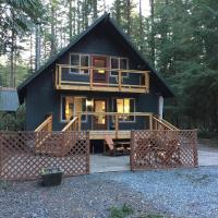49SL - Hot Tub - WiFi - Fireplace - Sleeps 10 home, hotel v destinaci Glacier