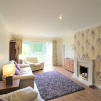 Spacious bungalow/private garden-sleeps up to 6