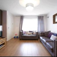 3 Bedroom, sleeps 5, near Leeds centre