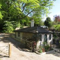 Gatekeepers Lodge, Dyrham Park - Private & Self Contained, deluxe accommodation, 15 mins from Bath
