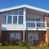Modern villa i Arild med spektakulär havsutsikt., hotel i Arild