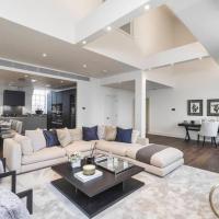 Spacious apartment in center