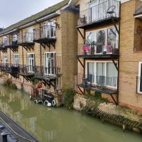 Waterfront Apartment In The Heart Of St Neots