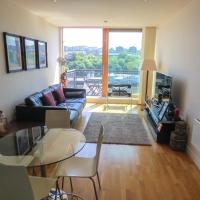 Modern Quayside Apartment with river views and parking