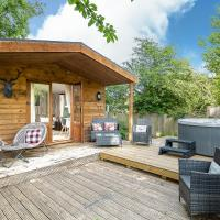 The Log Cabin with private hot tub, Bath