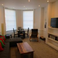 Spacious 1 bed flat with parking