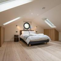 Luxury Coach house next to woodland in Knutsford