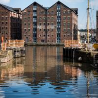 Fabulous 2 bedroom, 2 bathroom Executive Apartment close to Gloucester Docks