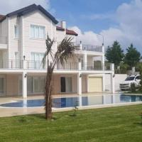 Magnificient White Villa! Private Pool and Garden! Professional Team!