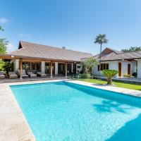 Modern Villa with Private Pool, Jacuzzi, Golf Cart, Bikes & Maid
