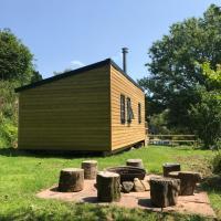 Cosy Foxglove Hut