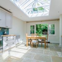 Marvelous 3BR Kennington House w Garden by GuestReady