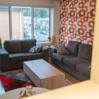 Rare & Spacious Apt W/ City Views Close to CBD/MCG, Free Wi-Fi + Carpark + Netflix