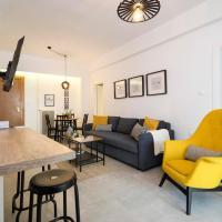 2 Master Bedrooms & Secret Garden- 6' Walk To The Metro