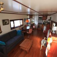 Holiday Houseboat in City Center