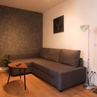 Cozy and Convenient Studio Near Airport, hotel in Madrid