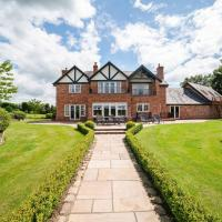 Plush Holiday Home in Tarporley near Oulton Park Circuit