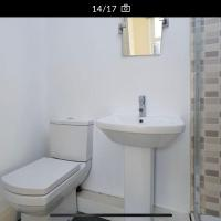 Room with private bathroom in shared apartment. Two minutes walk to tube